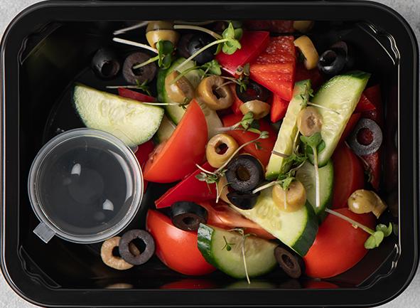Овощной салат с оливками каламата