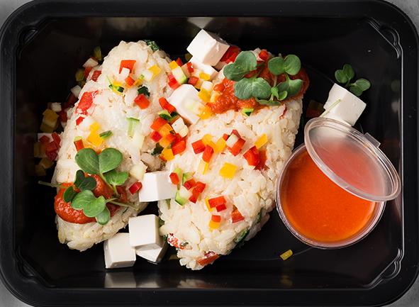 """Овощные """"ленивые"""" голубцы с рисом """"Арборио"""", сыром """"Тофу"""" и томатно-перечным соусом"""