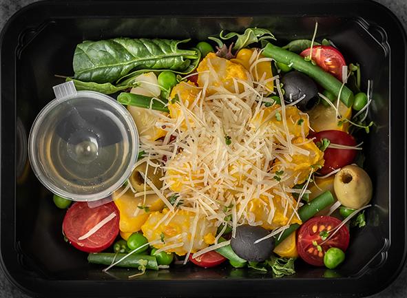 """Салат с ньокки, маринованными в оранжевом соусе """"Песто"""""""