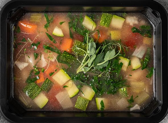 Суп с ньокки, овощами и шпинатом