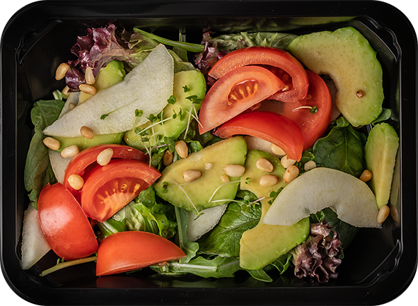 Салат из ломтиков груши, филе томатов и рукколы с авокадо и кедровыми орехами