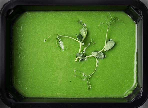 Крем-суп из зеленой спаржи со сливками и шпинатом