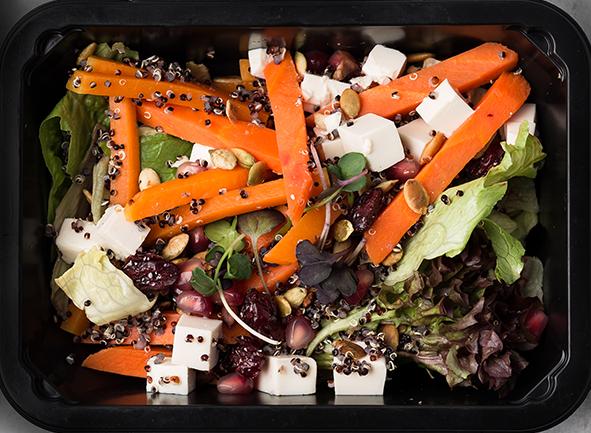Салат с тыквой, семенами граната и тофу