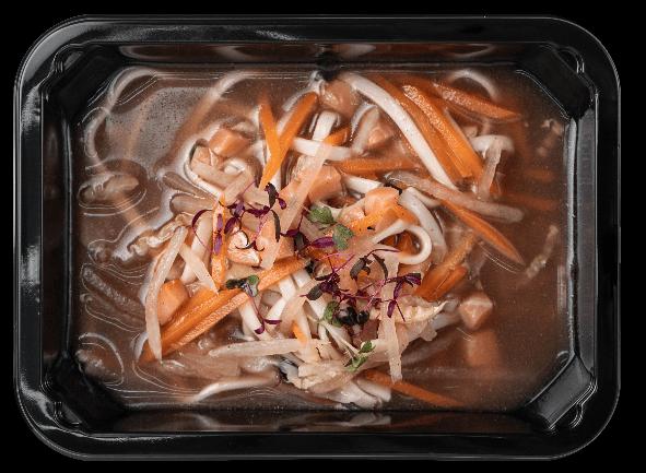 Суп с копченной семгой, лапшой и овощами